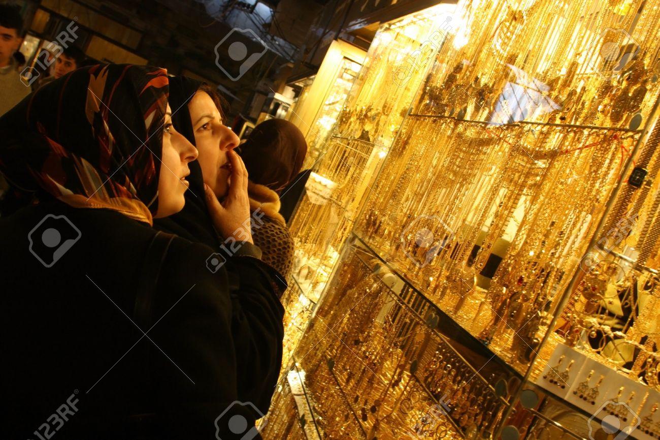 Arab woman looking at jewelry store in Arbil,Kurdistan,Iraq Stock Photo - 16680415