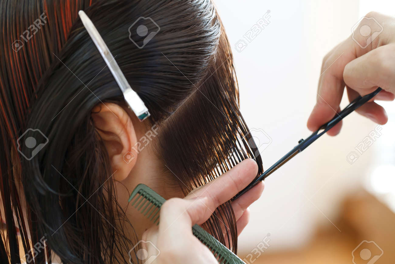 Stylist Friseur Haare Schneiden Nahaufnahme Von Arbeitsmitteln Zu