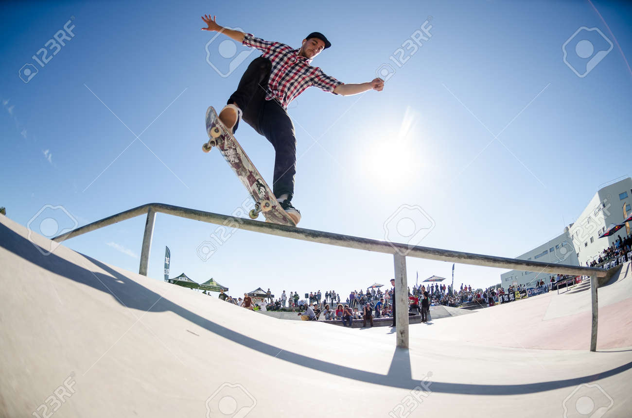 CASCAIS, PORTUGAL - APRIL 6 2014 Raphael Castilho during the 4th Stage of the DC Skate Challenge by Fuel TV - 27310737