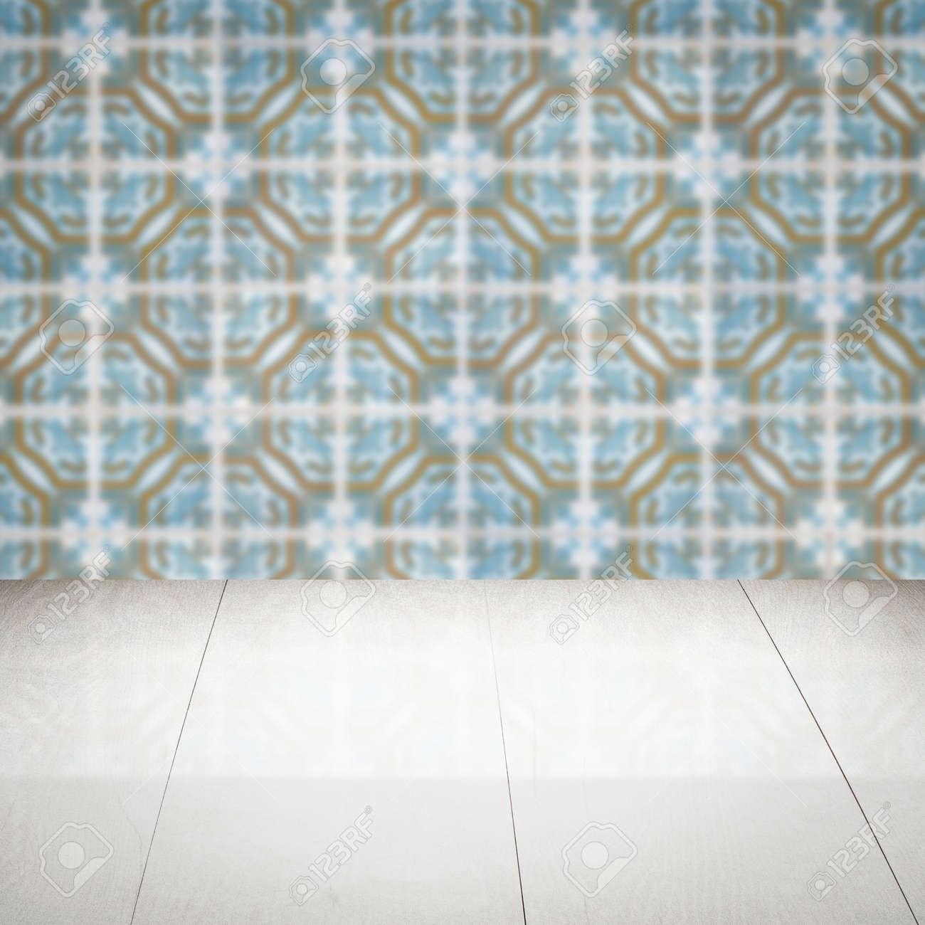 Eitelkeit Muster Wand Sammlung Von Leere Holztischplatte Und Unschärfe Vintage-fliesen Im Hintergrund,
