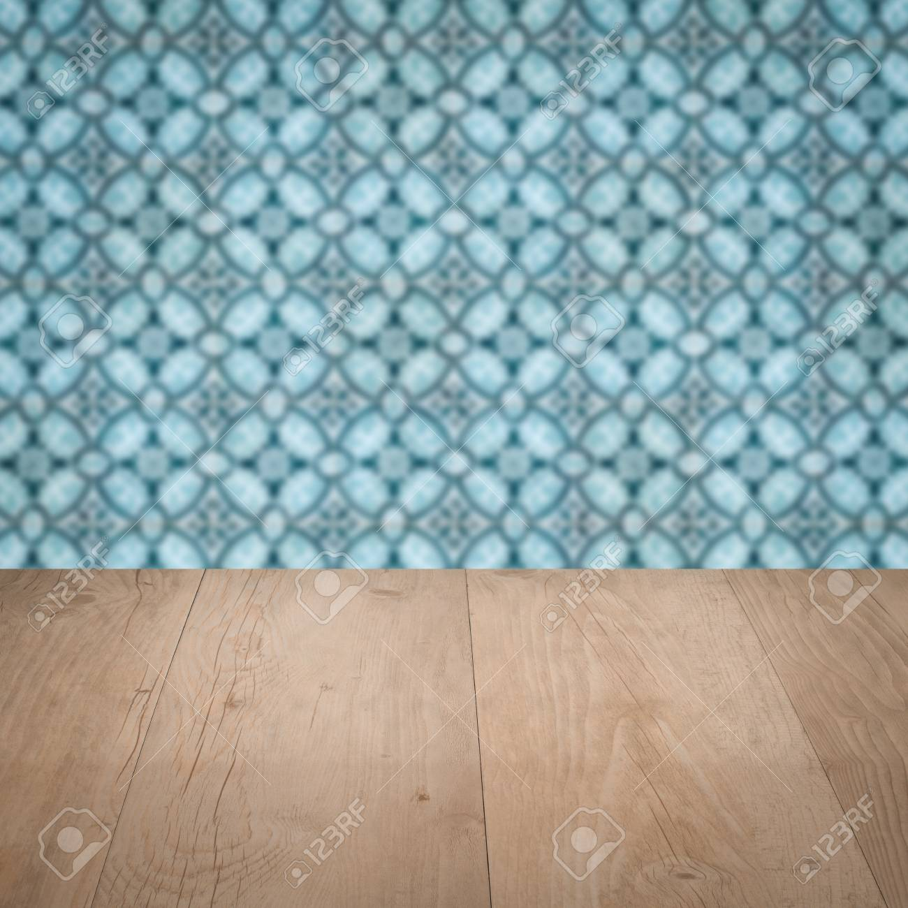 Amüsant Muster Wand Dekoration Von Leere Holztischplatte Und Unschärfe Vintage Keramische Fliesen