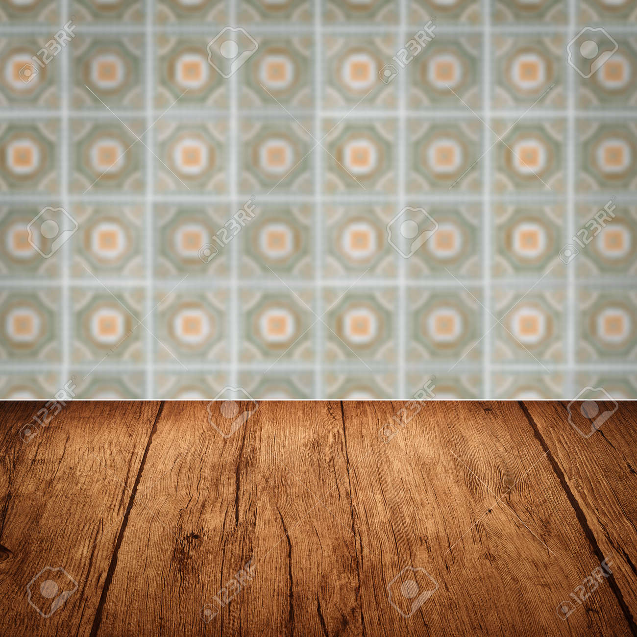Leere Holz Tischplatte Und Unschärfe Vintage Keramik Fliesen Muster Wand Im  Hintergrund Standard Bild