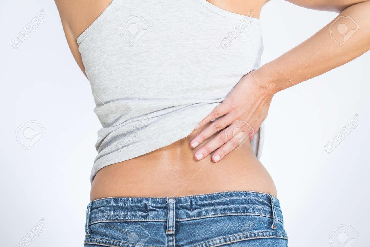 Rückansicht Einer Frau Mit Schmerzen Im Unteren Rücken Halten Ihre ...