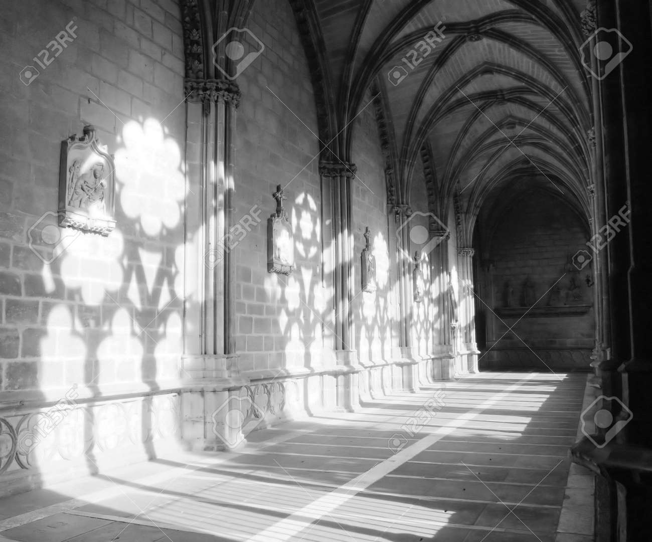 light and shade in the cloister of Pamplona Cathedral Stock Photo - 675385