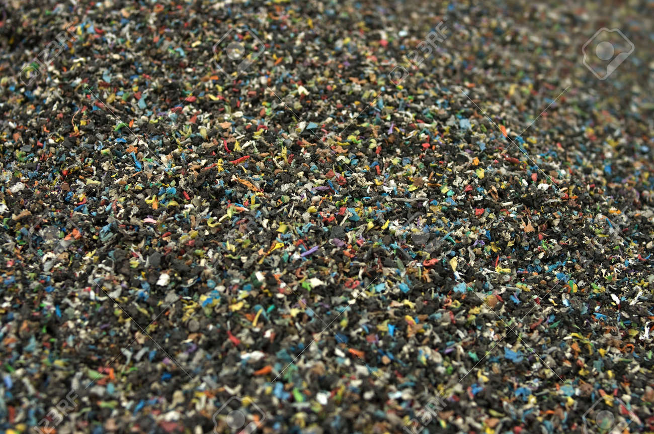 Shredded plastic from recycled cables - 4584353