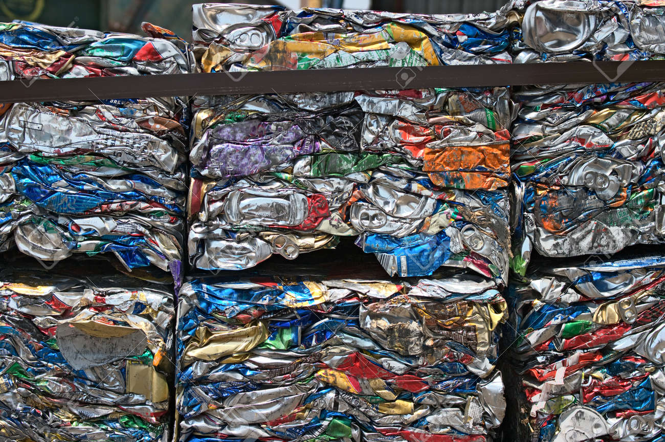 Small bales of compacted cans for recycling - 24959667