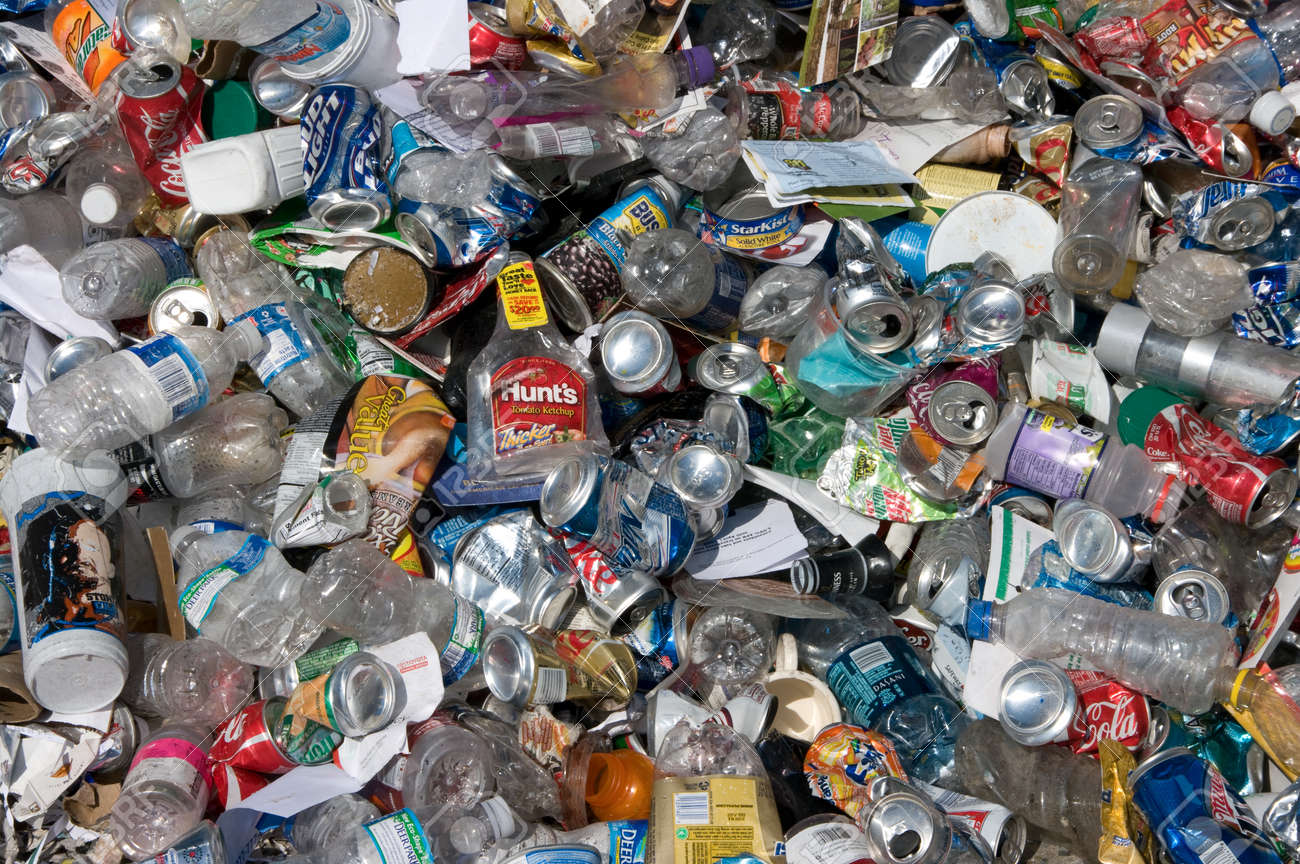 A pile of cans and plastic bottles to be sorted for recycling - In the US - 24957057