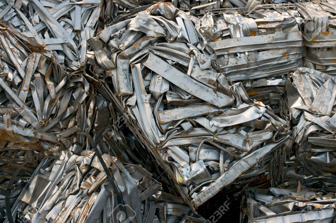 Recycling bales of metal strips - 24960468