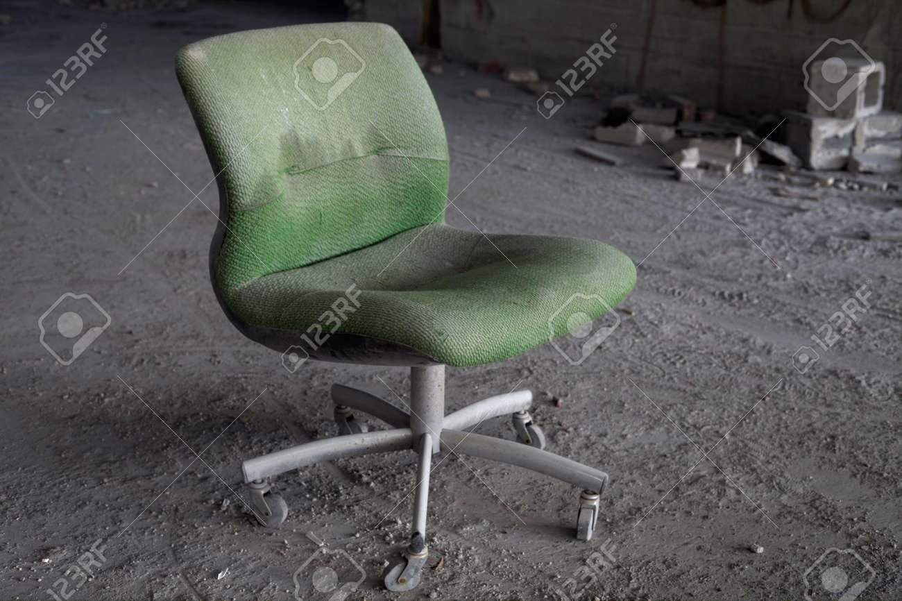 Urbex - Abandoned office chair in an abandoned building, in light HDR processing - 24981515