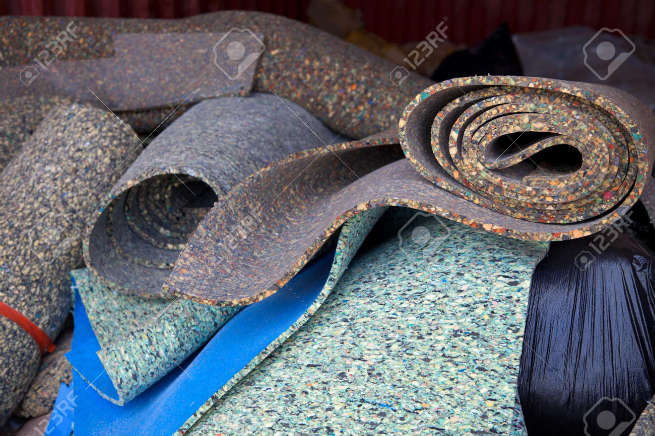 Load of carpet paddings to be recycled - 24981687