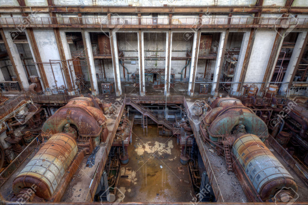 Urbex - View of an abandoned power plant - 25076178