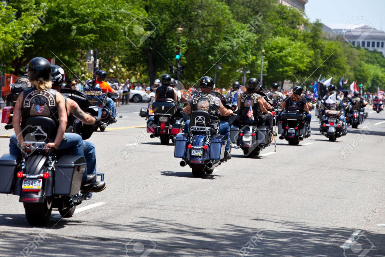 """Washington, DC, USA - May 25, 2014: Large group of motorcycles looping around the Mall in Washington DC as part of the annual Rolling Thunder motorcycle """"Ride for Freedom"""" for American POWs and MIA soldiers. - 28723408"""