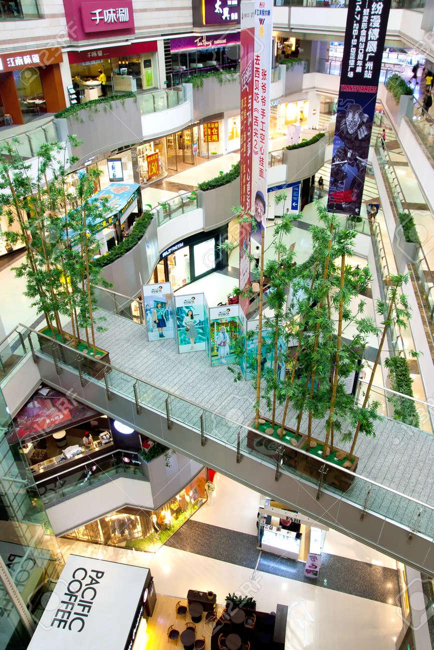 d2a9b024670 Grandview 쇼핑몰은 광저우, 중국의 주요 국제 수준의 고급 쇼핑 센터입니다 스톡