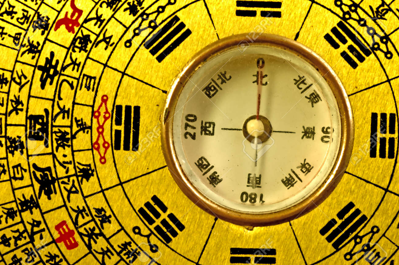 Chinese Feng Shui compass - 18578186