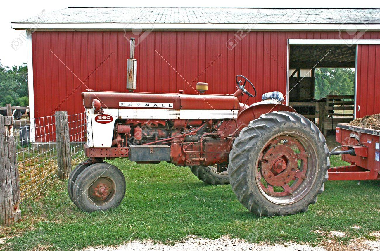 old tractor and wagon Stock Photo - 1351534