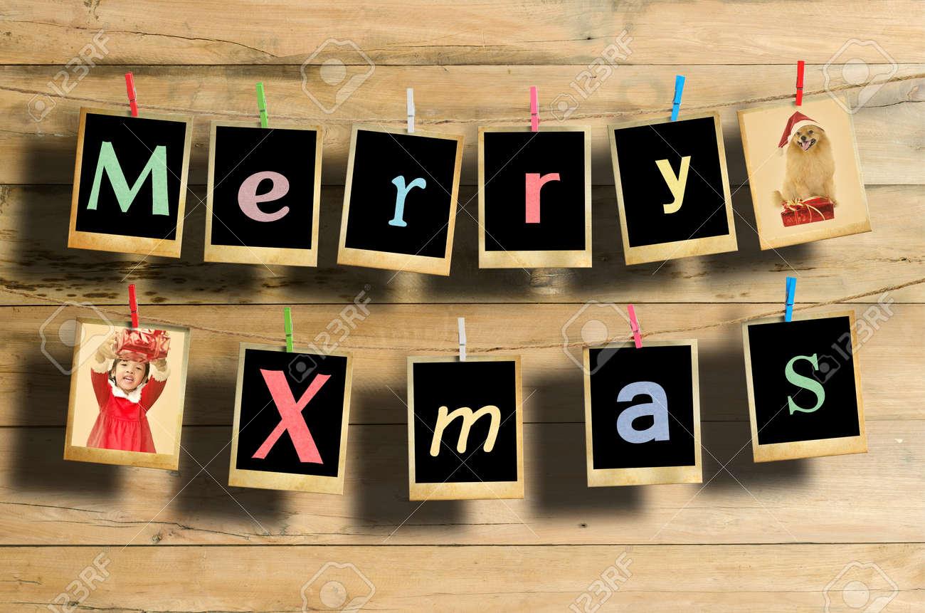 Frohe Weihnachten Worte Hängen Auf Einer Wäscheleine Auf Holz ...