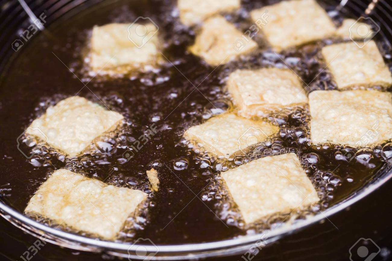 smelly tofu fried in oil Stock Photo - 15455770