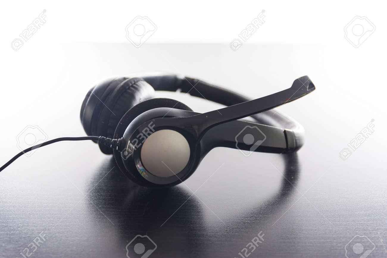 Headset rembourré ergonomique en plastique noir brillant moderne