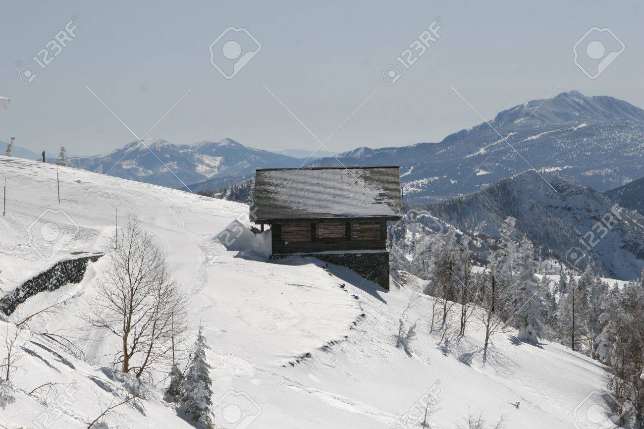winter shack Stock Photo - 9376281