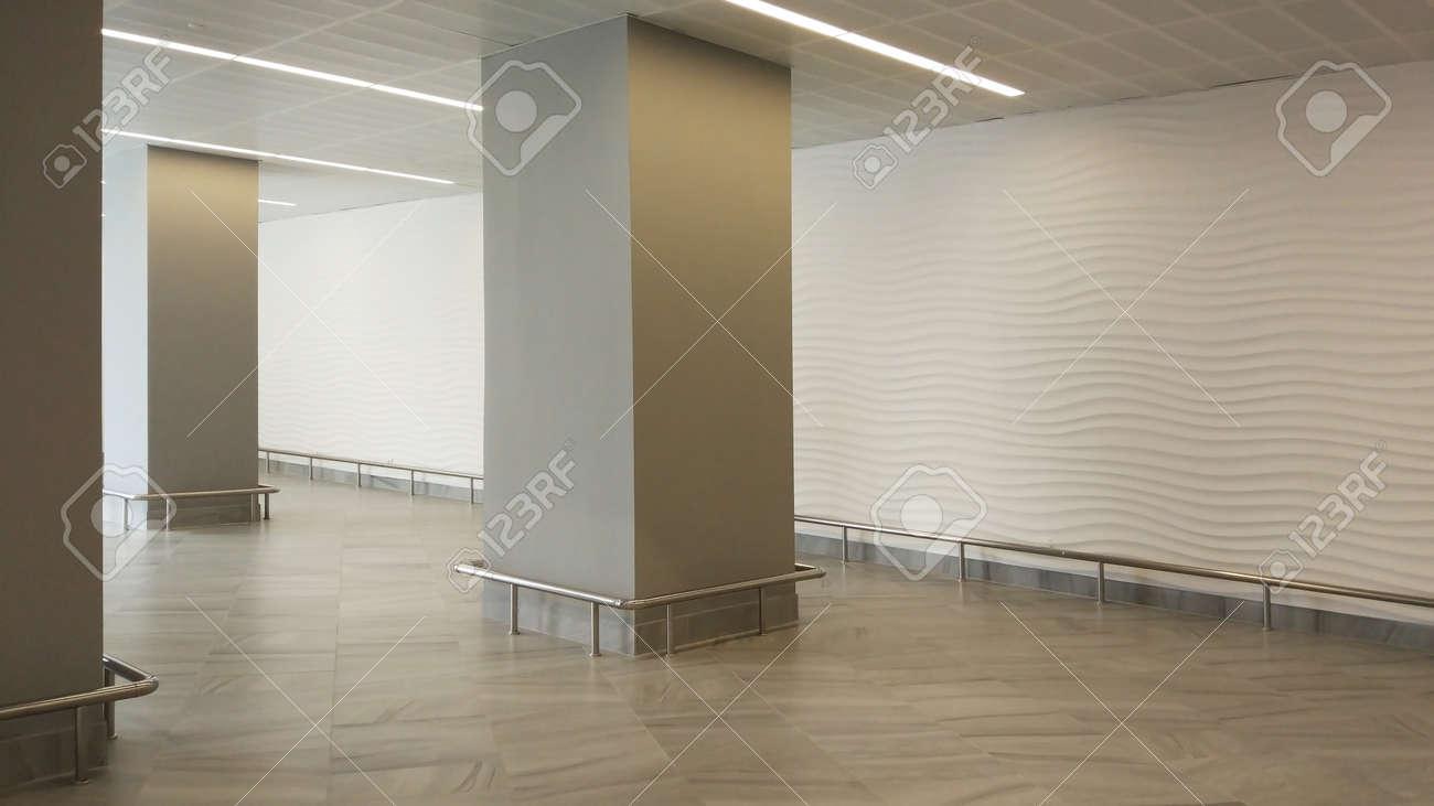 Interior Vacio Sala De Luz De La Oficina Con Papel Tapiz Blanco Sin