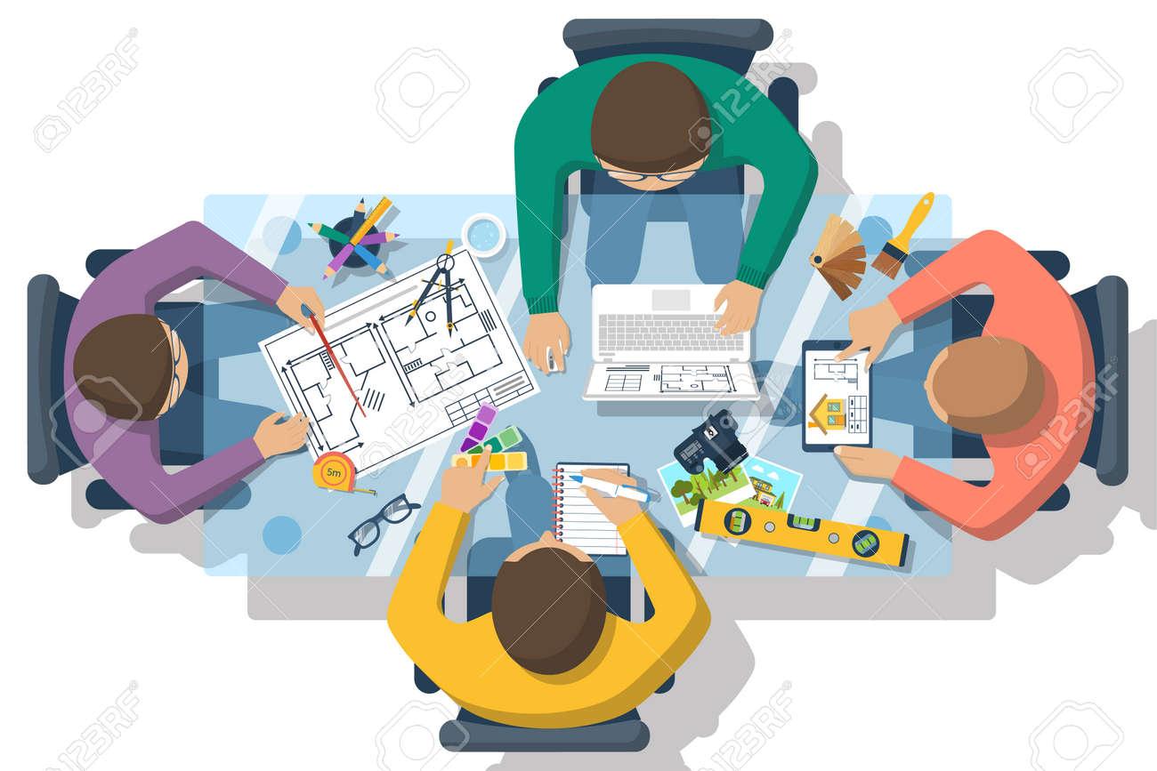 Equipo De Personas Que Trabajan En Conjunto Para Planificar Proyecto ...