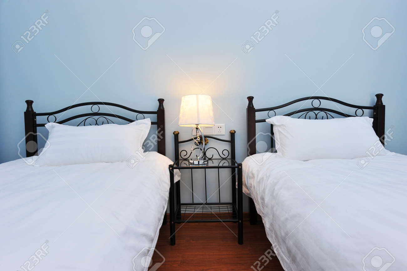Lampade Da Comodino Per Camera Da Letto: Mobili camera da letto ...