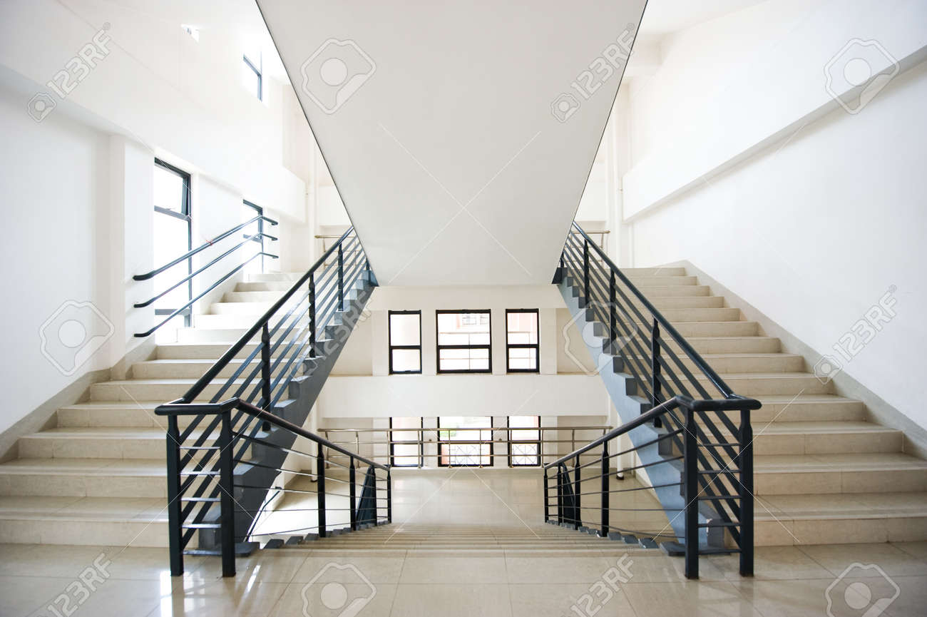 Bemerkenswert Moderne Treppen Foto Von In Einem Gebäude Standard-bild - 13861067