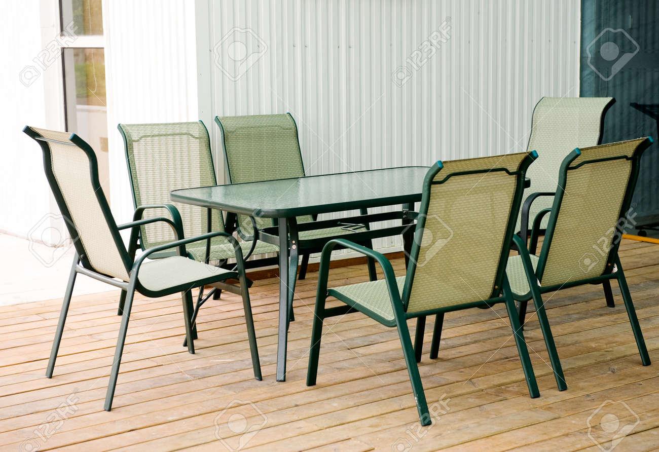 Outdoor Moderne Gartenmobel Tisch Und Stuhlen Lizenzfreie Fotos