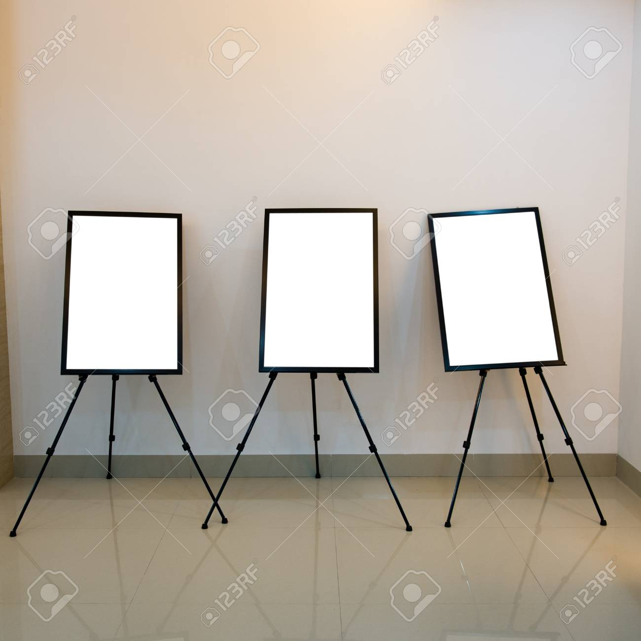 Contemporary interior with blank frames for your exhibition. Stock Photo - 18941801