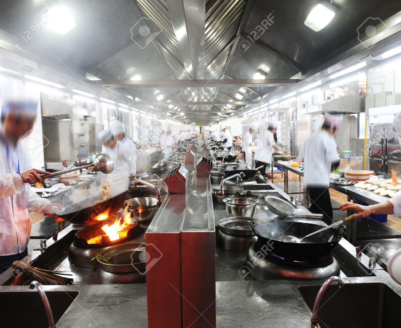 Restaurant Küche | Motion Koche In Einem Chinesischen Restaurant Kuche Lizenzfreie