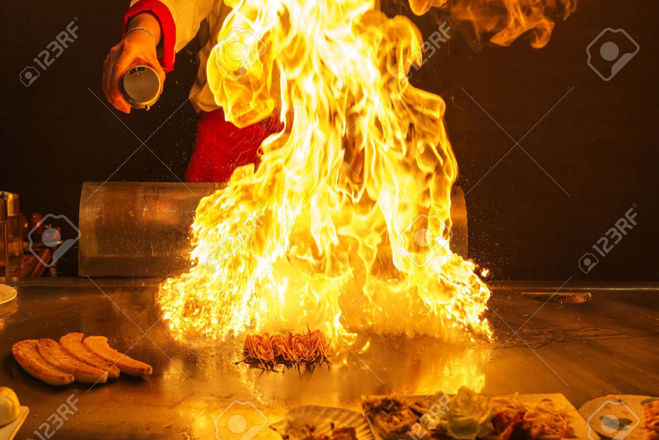 Chef preparing teppanyaki - 35900010
