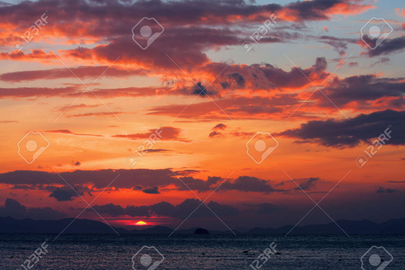 red sunset and sea Stock Photo - 6099311