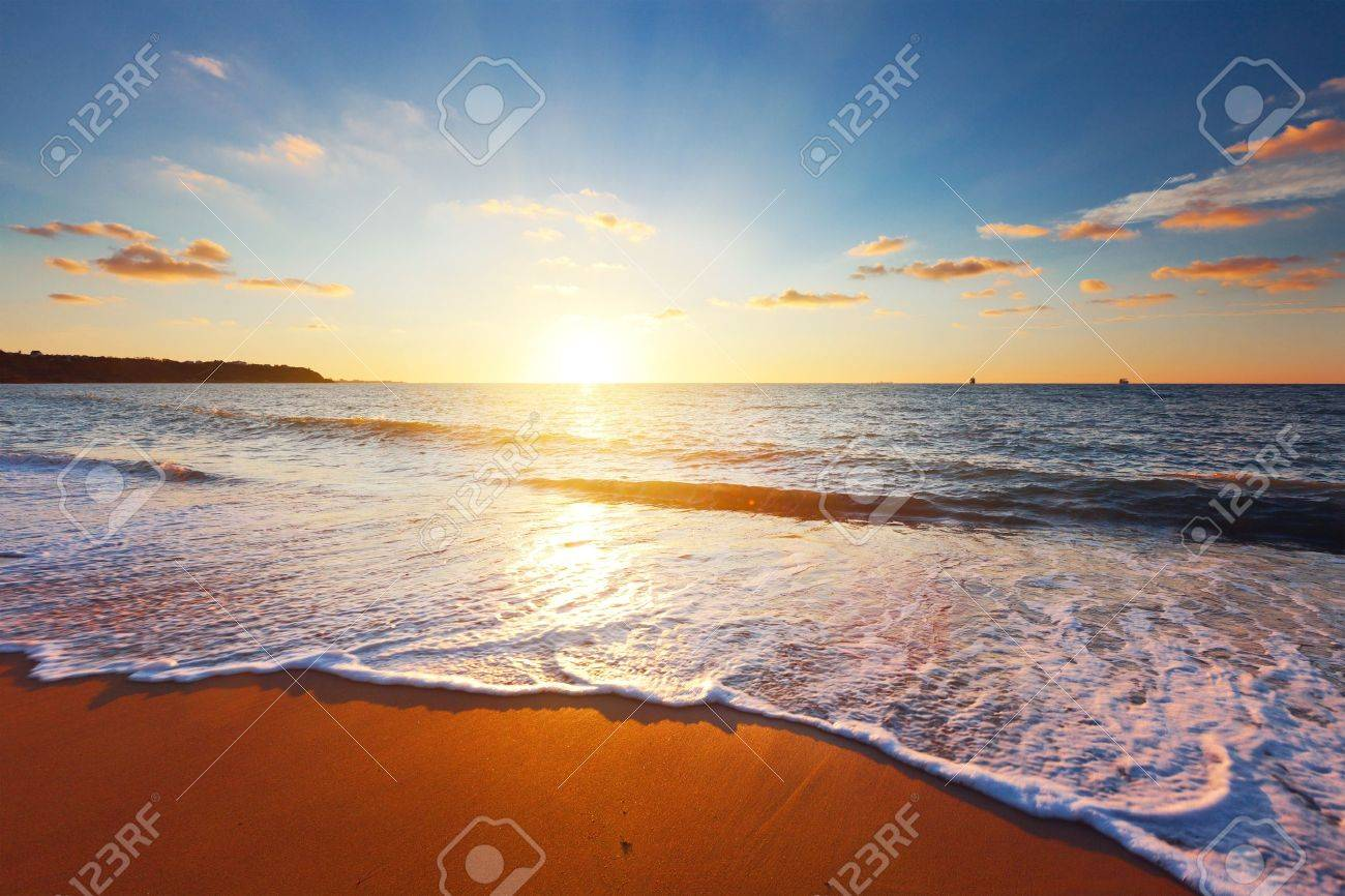 sunset and sea - 16050458