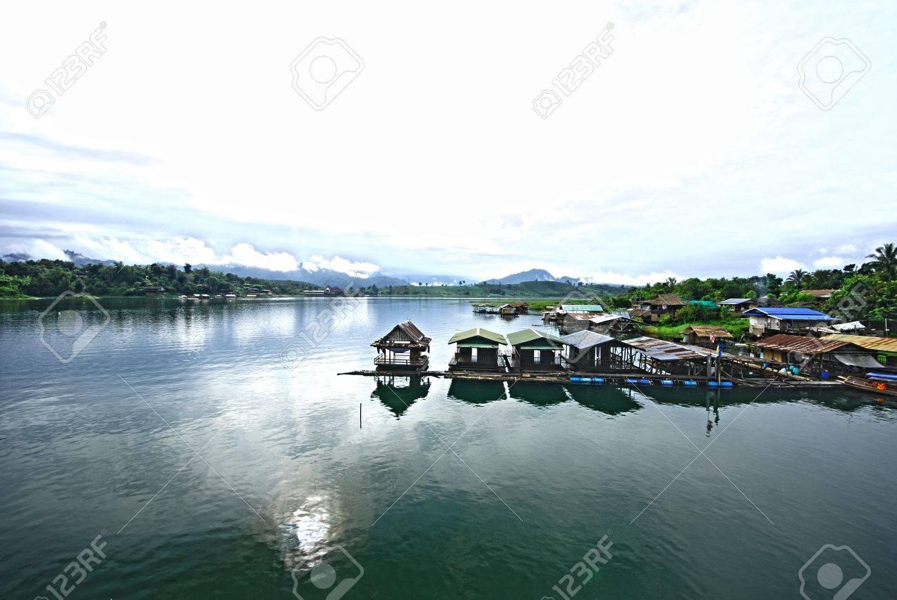 The Thai floating house in kanjanaburi Thailand Stock Photo - 12409449