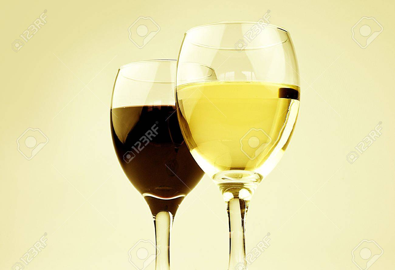 red and white wine Stock Photo - 11190342