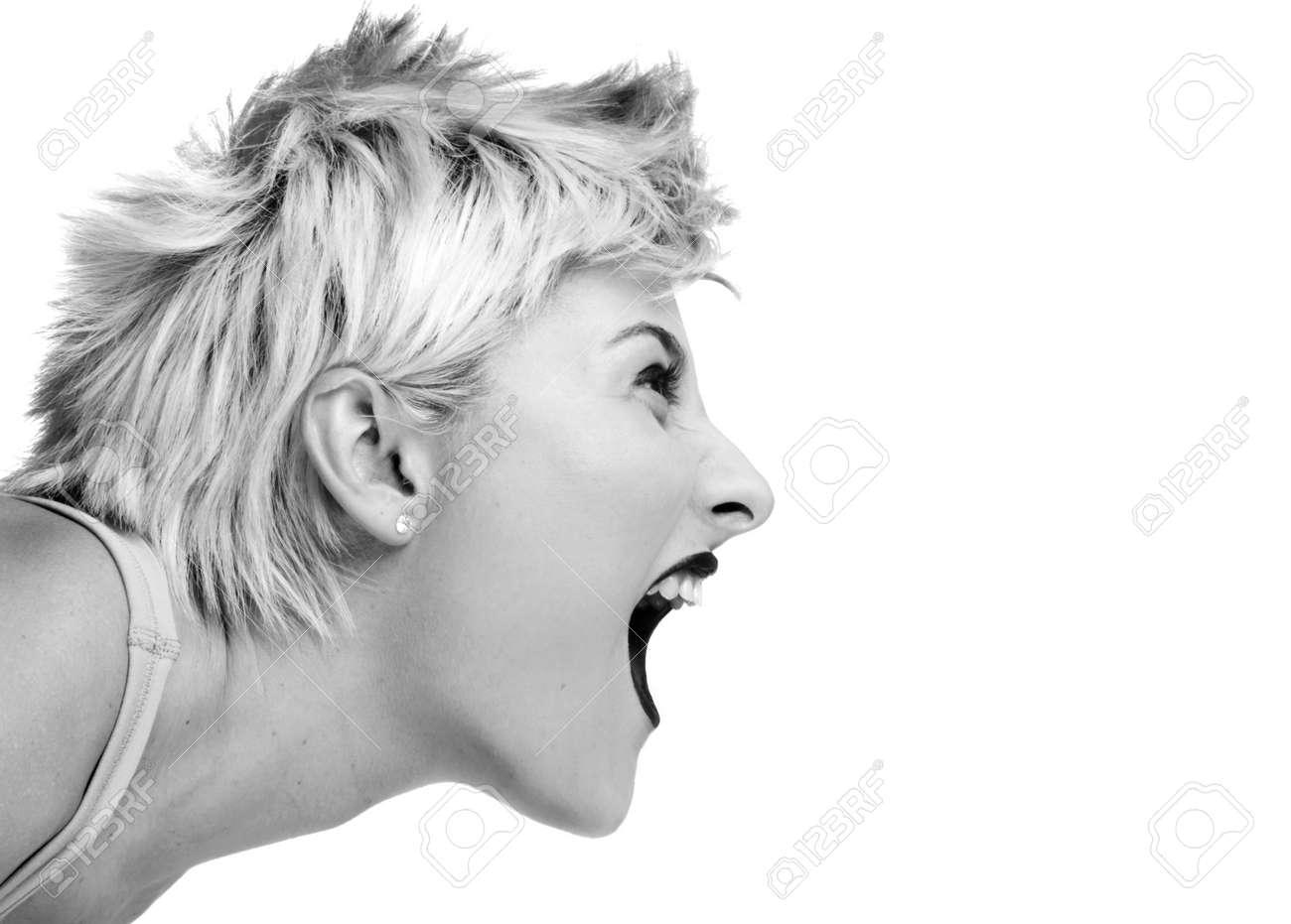 Фото кричащей девушки 20 фотография