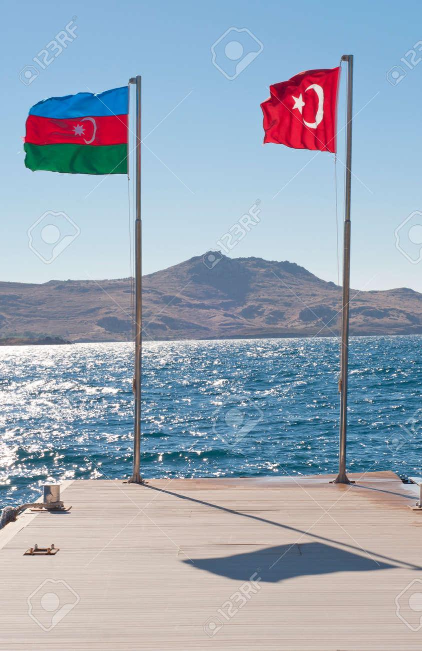 Flaggen Von Aserbaidschan Und Der Turkei Lizenzfreie Fotos Bilder Und Stock Fotografie Image 25328383
