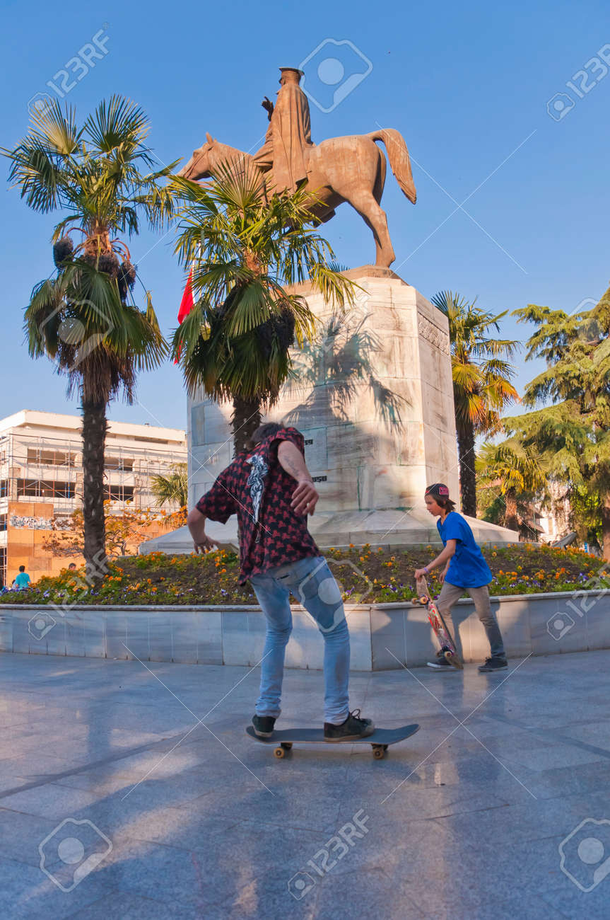 Bursa, Turkey - May 6, 2014  Young skaters practicing in Heykel Square in Bursa, the forth largest city of Turkey on May 6, 2014 Stock Photo - 28359687