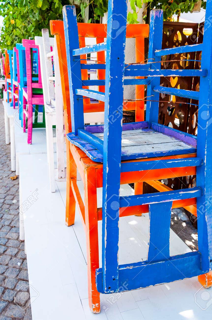 Bunte Stuhle Aus Holz Lizenzfreie Fotos Bilder Und Stock Fotografie Image 58342504