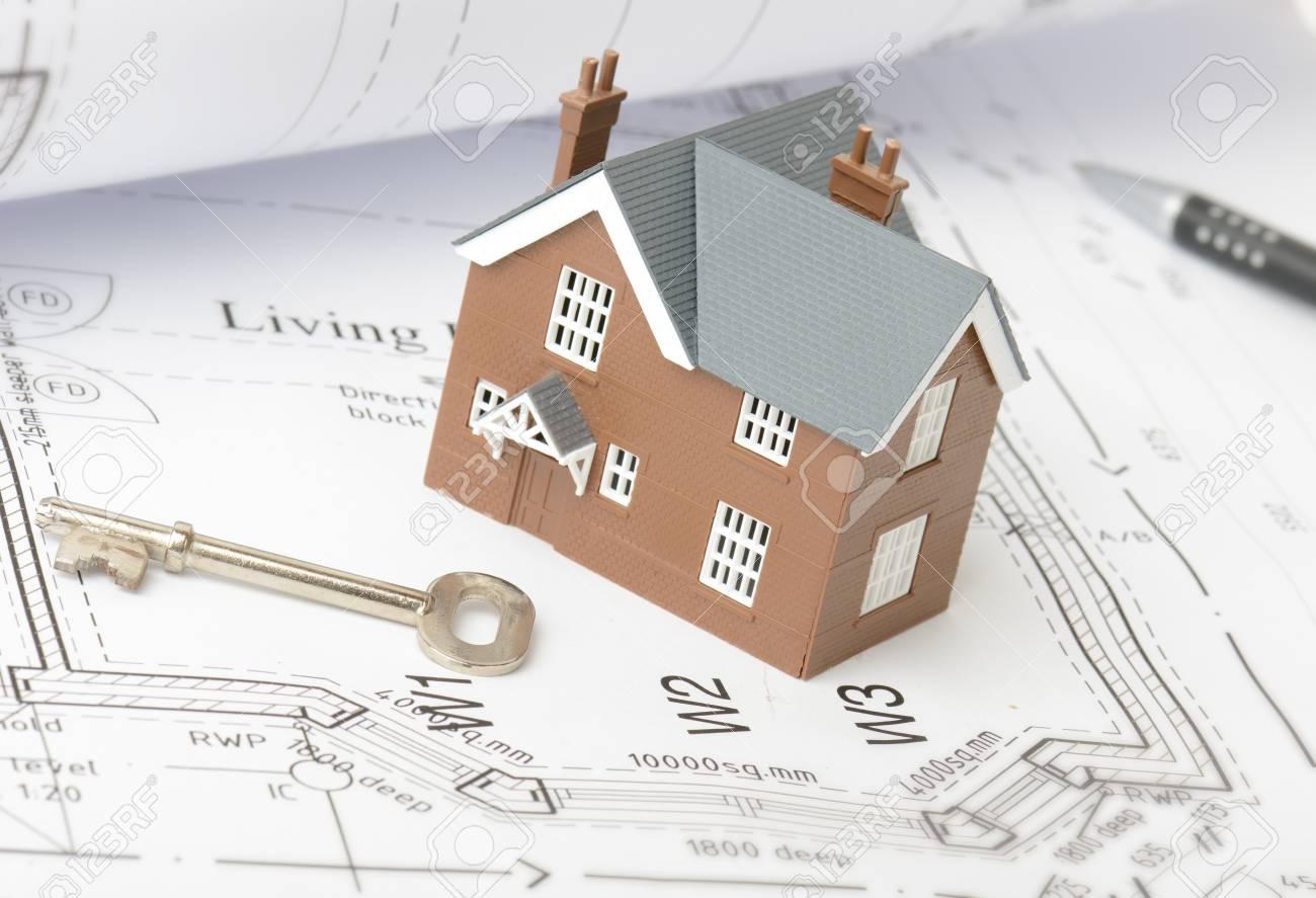 Design Pläne Für Ein Neues Haus Auf Zeichnung Pläne Lizenzfreie ...