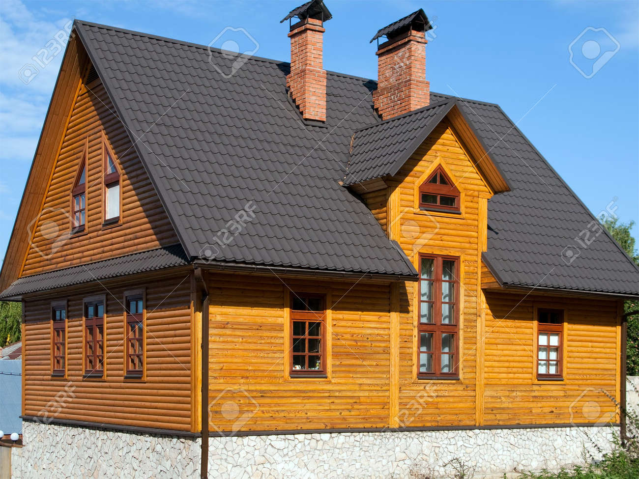 Log house structure wood building home exterior Stock Photo - 5588903