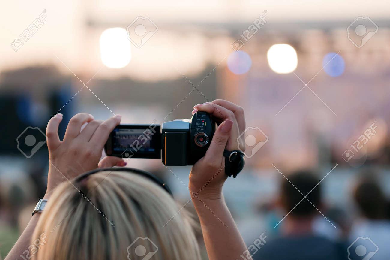 Снять девушку в ебурге 15 фотография