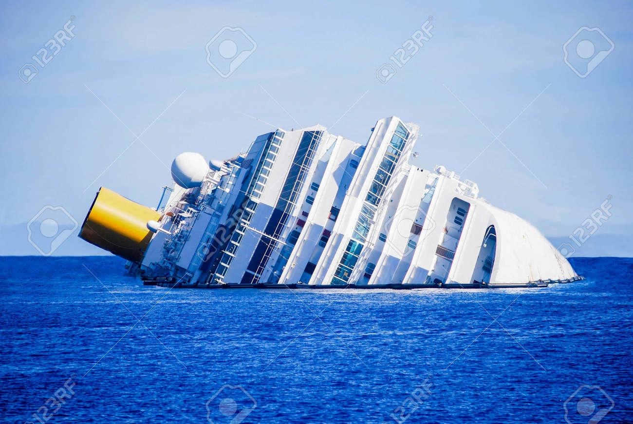 dead ship view tragic and sad - 150084537