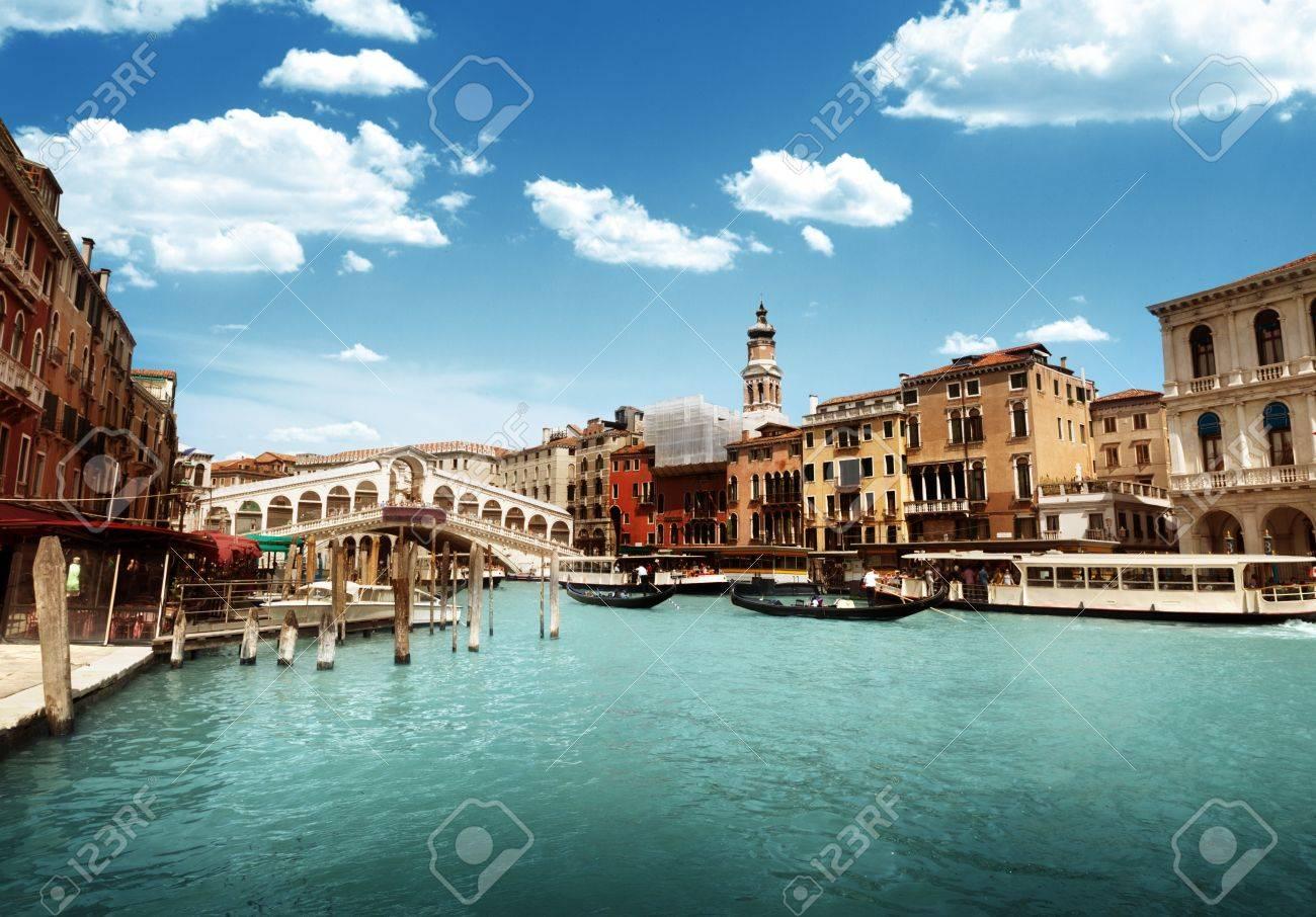 Rialto bridge in Venice, Italy Stock Photo - 17477306