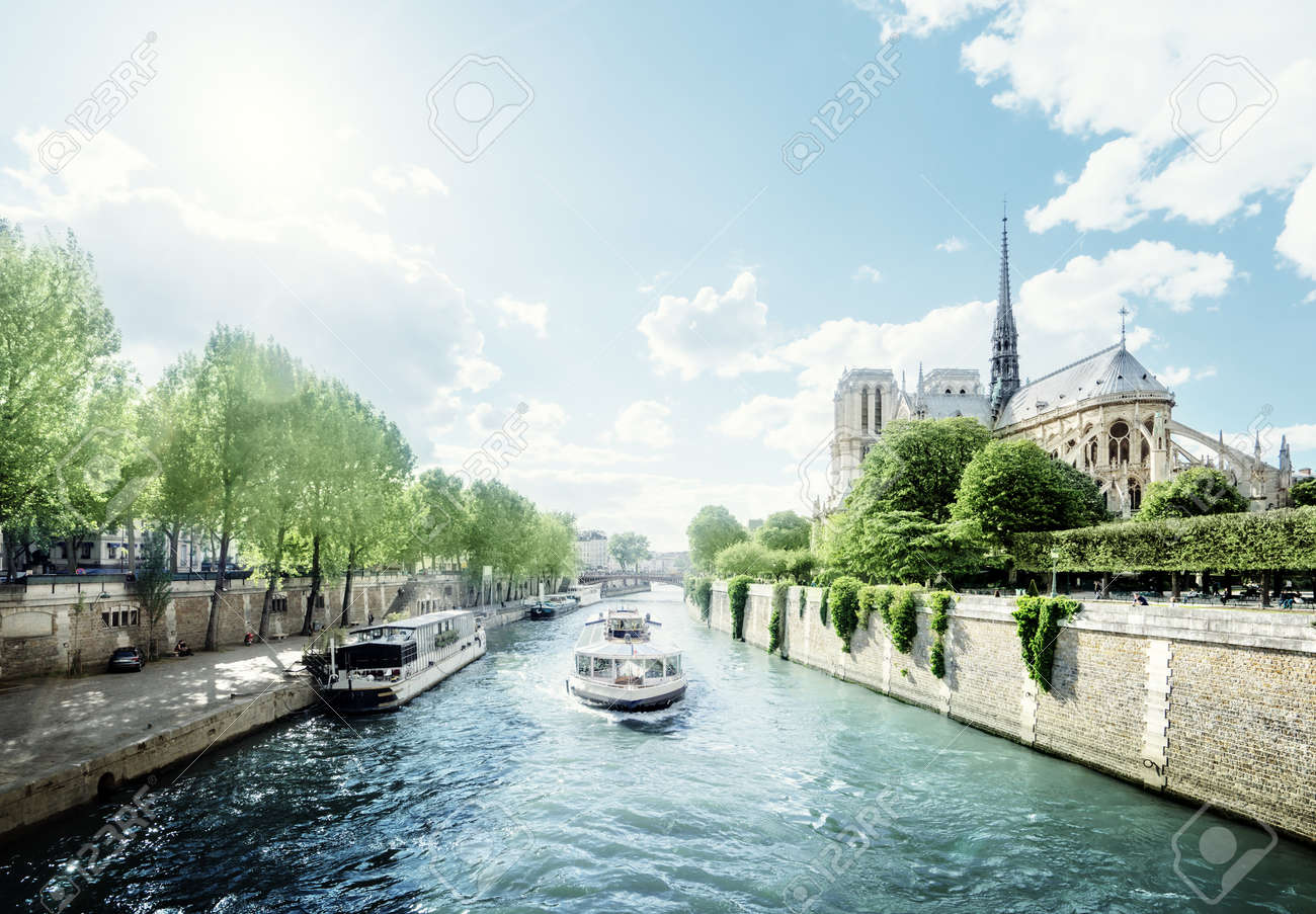 Seine and Notre Dame de Paris, Paris, France - 41222104