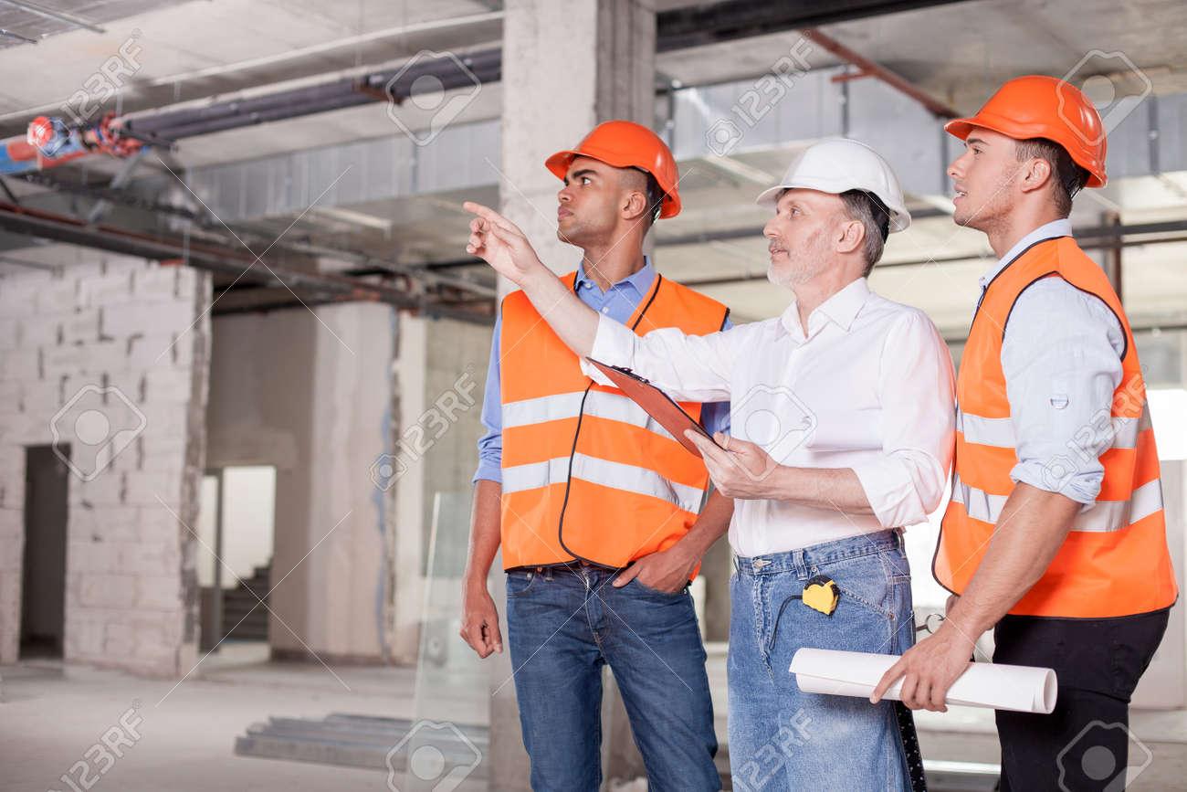 Beeindruckend Architekt Suchen Referenz Von Erfahrene Alte Ist Zu Erklären, Bau-team Die