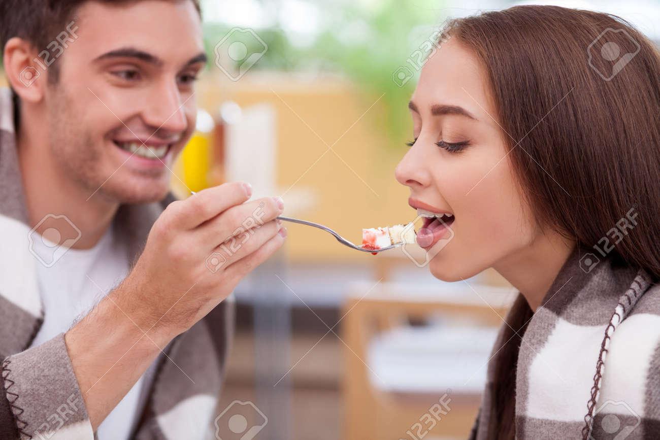 Freundin aus isst Kerl Tod nach