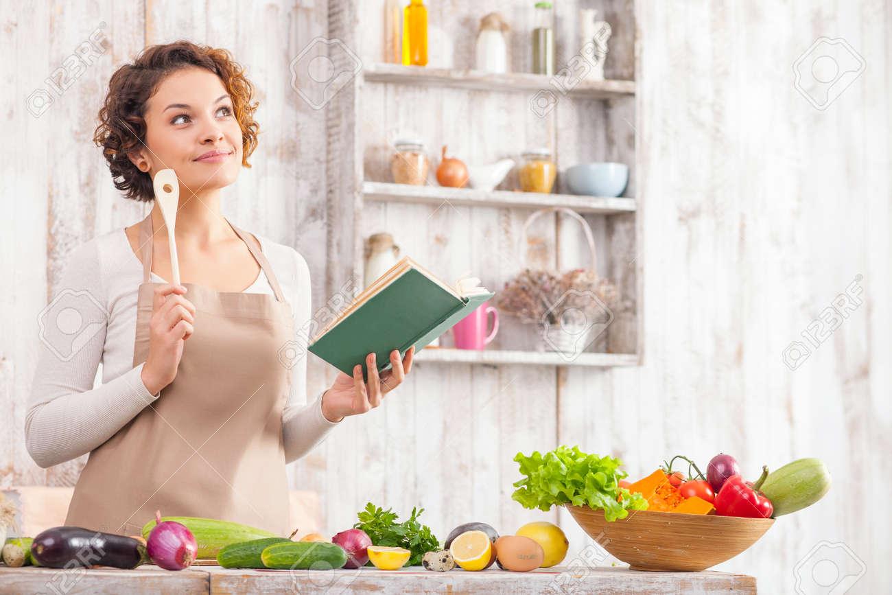 Risultati immagini per donna con libro di cucina