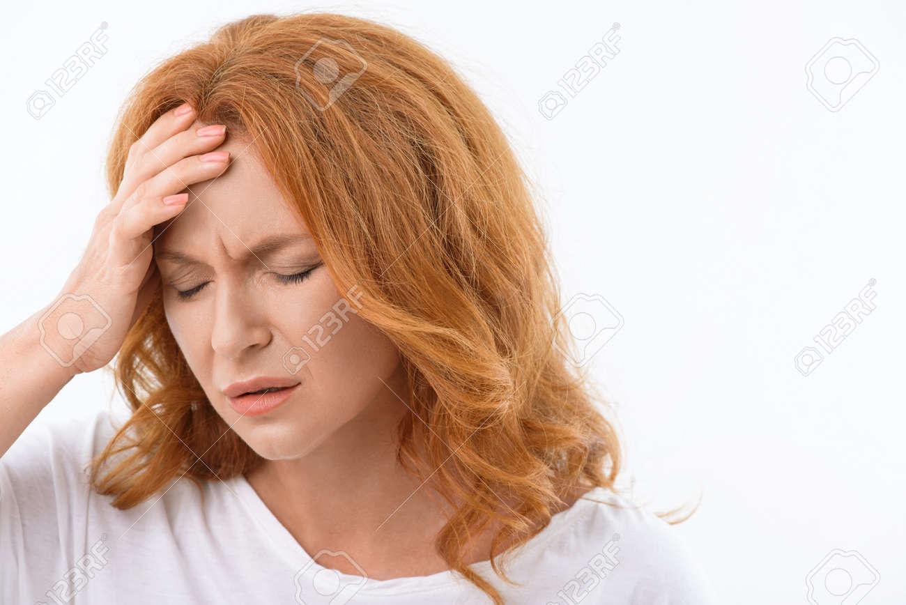 Dolor en la cabeza del lado derecho con dolor en los ojos