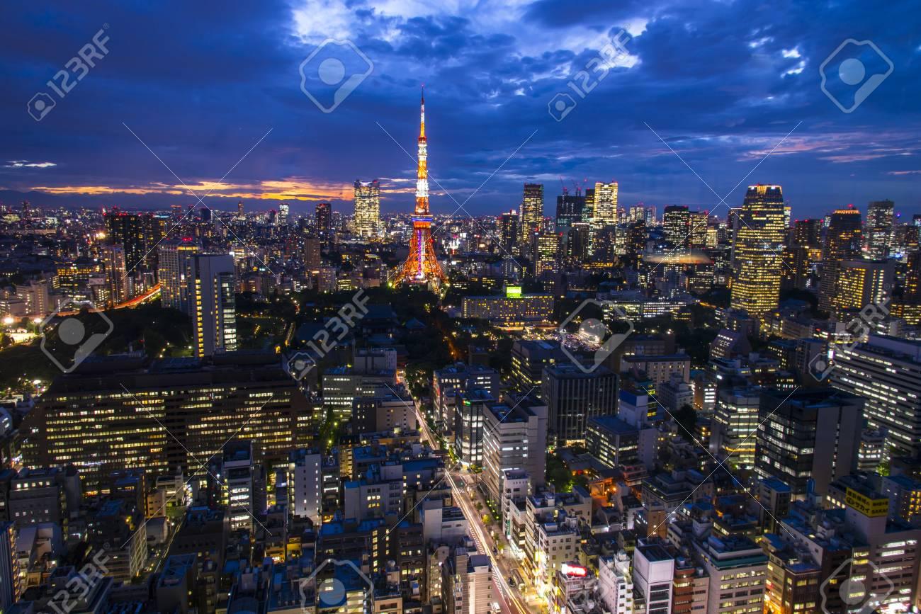 東京、建物と街の景色は空中エクササイズです。日本、アジア